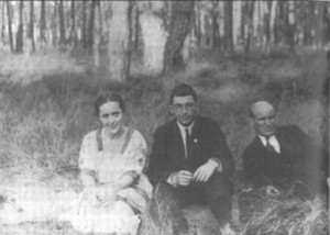 Фани Попова-Мутафова със съпруга си Чавдар Мутафов и Николай Лилиев