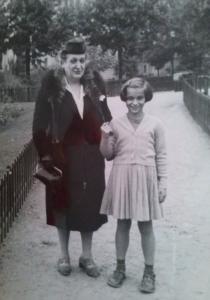 Сабинка Цонева с Мери Брауншвайг като дете
