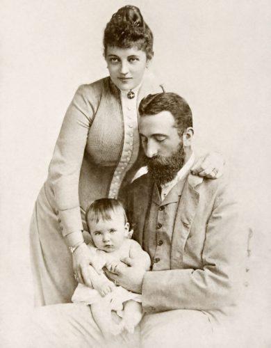 Александър Батенберг заедно със своята съпруга и невръстен син