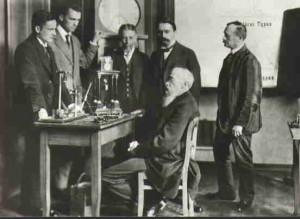 Психологът Вилхелм Вундт в своята лаборатория