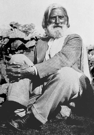 Петър Дънов в планината