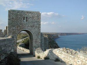 Съвременна възстановка на портата на крепостната стена
