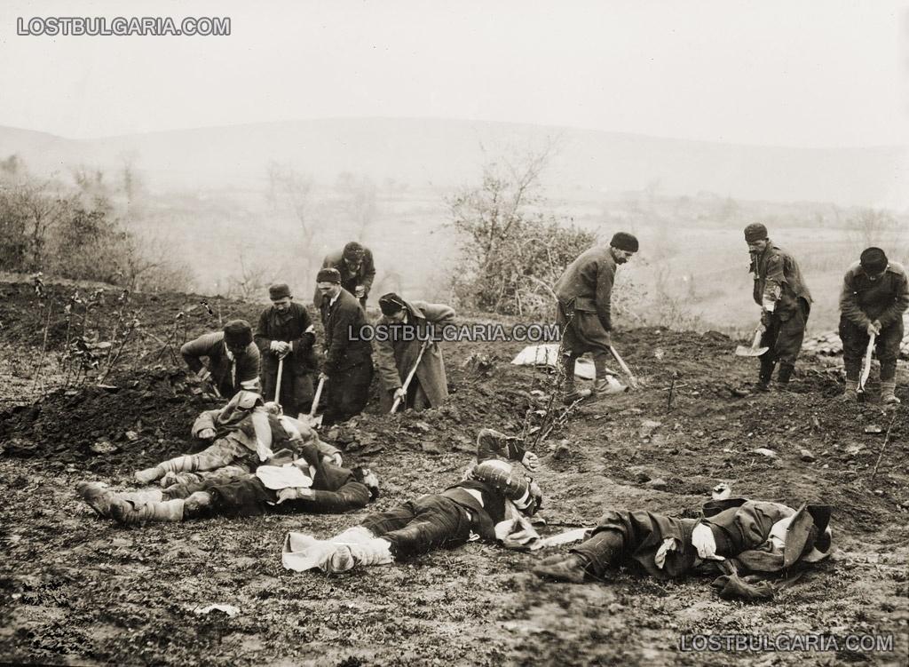Погребване на убитите войници край Чаталджа, 1912 г.