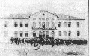 Училище Христо Смирненски в град Петрич, построено с средствата от обезщетението