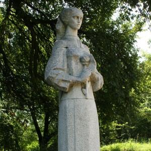 """Паметник- """"Изворът на белоногата"""" край Харманли"""