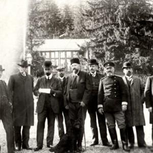 Цар Фердинанд с правителството на Александър Малинов след обявяването на независимостта на Царска България, 1908 г.