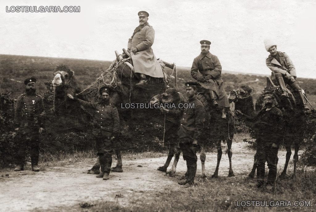 Генерал Климент Бояджиев възседнал камила
