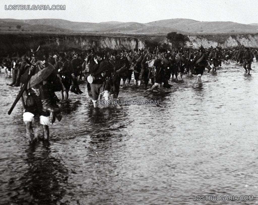 Българската пехота прекосява река Брегалница, лятото на 1913 г.