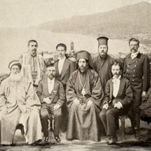 Делегати от Великото народно събрание за връчване на акта за избиране на Батенберг за княз. Първият прав в редицата отдясно наляво е либералът Драган Цанков