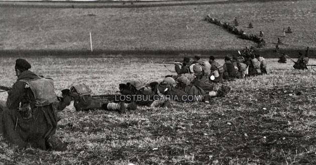 Българската пехота на позиция преди щурм, Чаталджа, 1912 г.