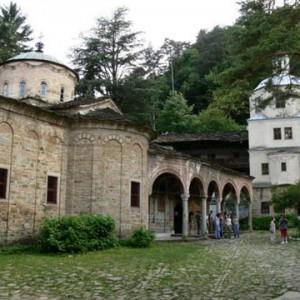 Троянски манастир снимката е взета от: www.mymap.bg
