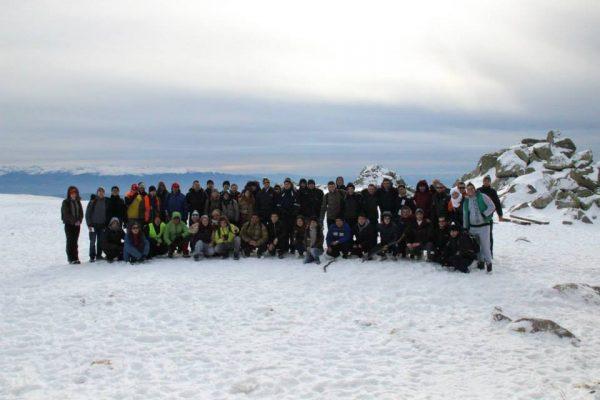 Снимка за спомен на Черни връх с една от групите.