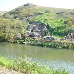 Крумово градище - останки от крепост, намиращи се на 7,5 км западно от Карнобат