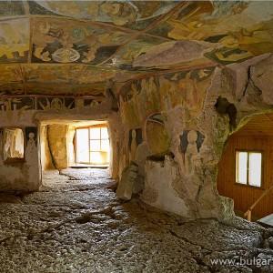 Ивановски скални църкви в близост до град Русе