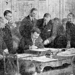 Стамболийски подписва Ньойския договор