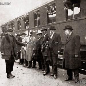 16 септември, 1922г., гара Долни Дъбник: водачите на Конституционния блок с оскубани бради от сопаджиите на режима на Александър Стамболийски.