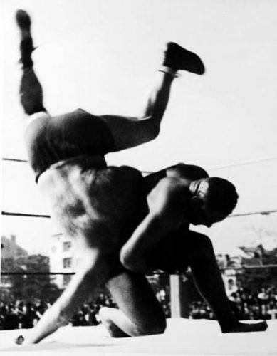 Дан Колов се бори срещу противник