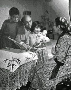Пропагандна снимка на цигани от времето на социализма