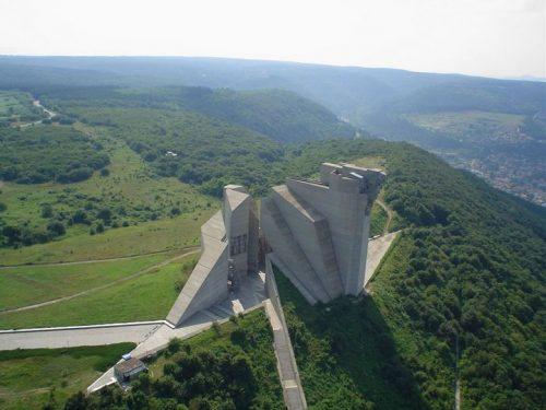 Решението за изграждането на паметник, който да бъде своеобразна композиция, представяща ключови моменти от историята на Първото българско царство, възниква през 1977 година. Самият строеж е започнат две години по-късно и е завършен точно по план – на 28-ми ноември 1981 година. Паметникът се състои от две групи бетонни форми, между които има малки пространства. Тук се намира най-голямата в Европа мозайка-триптих на открито, която заедно с 21 скулптури символизира идеята за създаването, развитието и възхода на българската държава в периода от VІІ до Х век. Хронологично са изобразени най-бележитите моменти от историята на първото българско царство – от навлизането по тези земи на хан Аспарух, през управлението на хановете Тервел, Крум и Омуртаг, до покръстването на българите и Златния век. Освен множеството скулптури, монументът впечатлява и с размерите си - дължината му достига 140 метра, а височината 70 метра, което позволява при ясно време да се вижда от 25-30 километра разстояние. Днес, макар и състоянието му да е влошено, паметникът продължава ежегодно да се посещава от множество туристи.