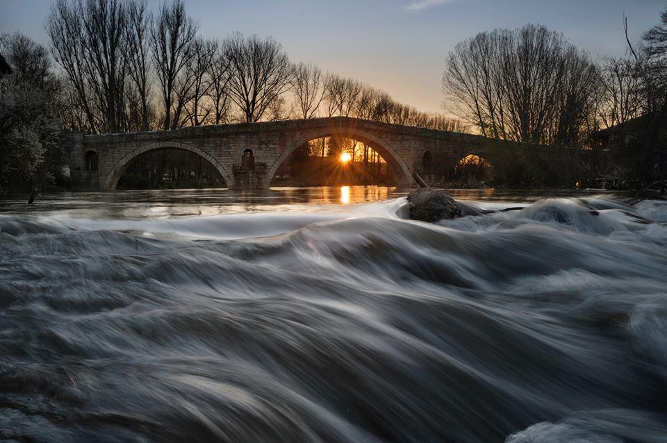 Село Невестино и неговия Кадин мост се намират на 1 час и 15 минути от столицата.