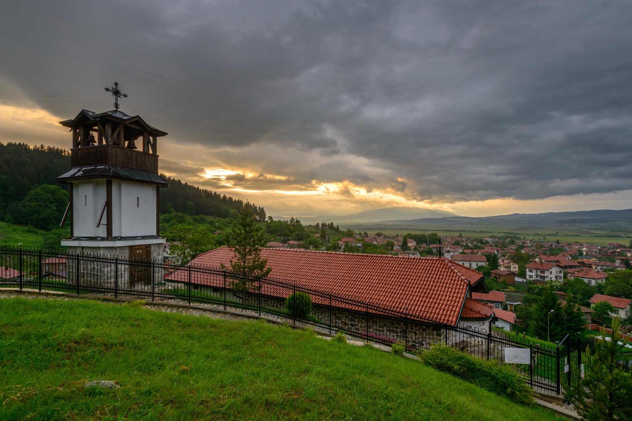"Село Белчин и крепостта ""Цари мали град"""