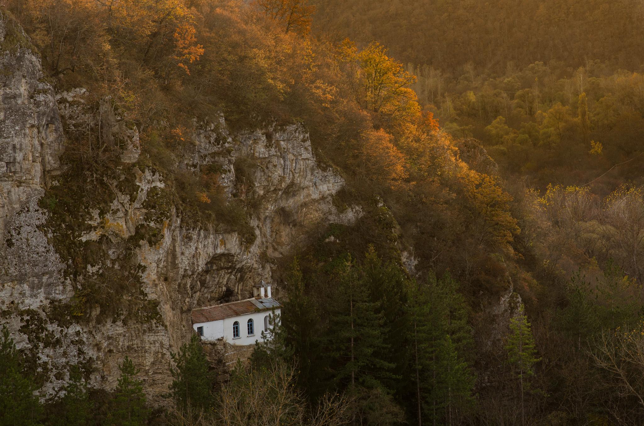 Разбоишкият манастир се намира на 1 час и 20 минути от столицата