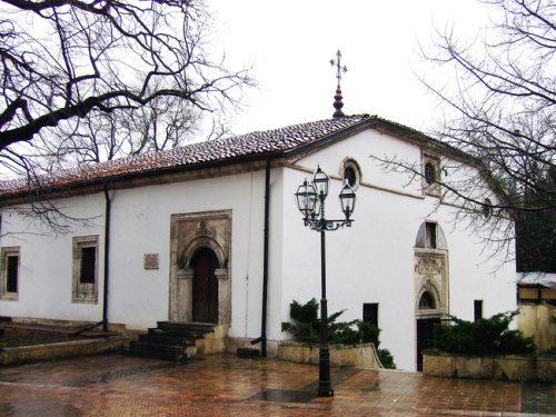 """Църквата """"Св. Николай"""" в Плевен, в която се е помещавало първото светско девическо училище източник: glasove.com"""