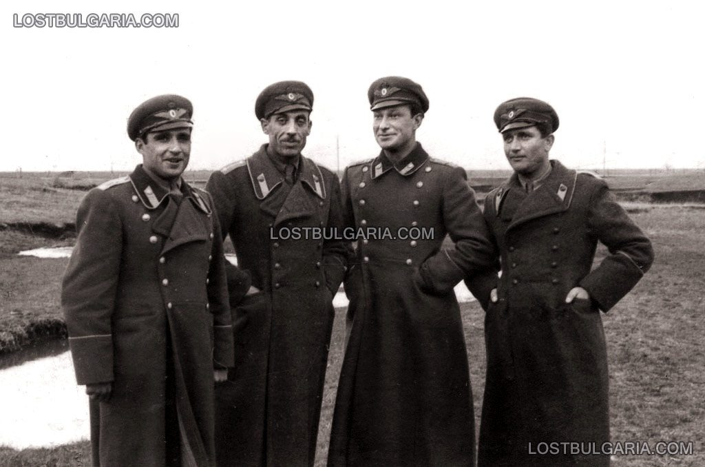 Български летци - трети отляво надясно - Димитър Списаревски